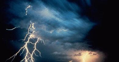 Avertizare meteo. Ploi torențiale cu grindină și fulgere în Neamț!