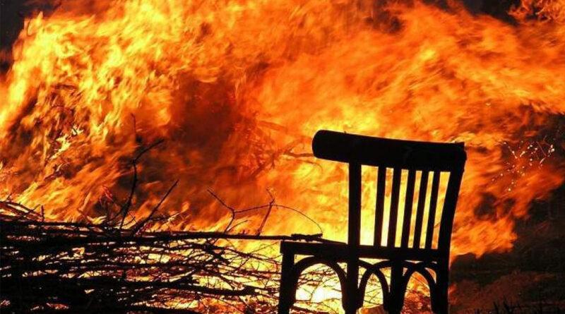 Un foișor a fost distrus de flăcări
