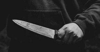 S-a tăiat cu un cuțit după ce și-a injunghiat fosta concubină