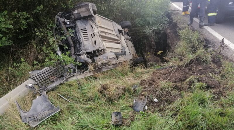 Accident rutier, autoturism răsturnat într-un șanț