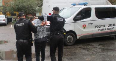 Bărbat beat și agresiv reținut de polițiștii locali din Piatra Neamț