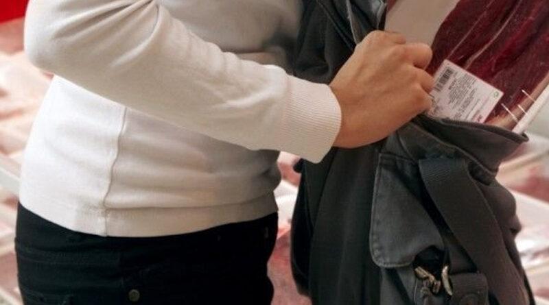 Femeie condamnată pentru furt calificat, depistată de polițiști