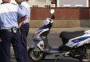 Pe moped, beat și fără permis de conducere