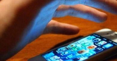 Minor prins de polițiști după ce a furat mai multe telefoane