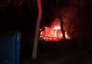 Casă distrusă în urma unui incendiu provocat intenționat