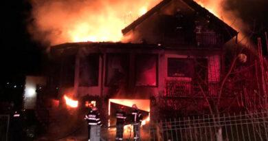 Incendiu violent în Bicaz. Patru autospeciale de stingere au intervenit