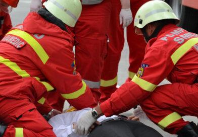 Femeie accidentată grav în timp ce traversa strada
