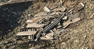 Nemțenii încă aruncă pe câmp deșeuri provenite din construcții