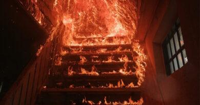 Casă cuprinsă de flăcări: 4 echipaje de pompieri au intervenit
