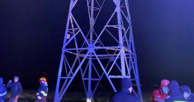 Tentativă de suicid de pe un stâlp de electricitate