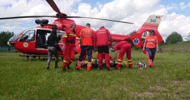 Accident tragic în pădure. O persoană a căzut de la înălțime și a murit.