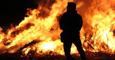 Piroman prins după ce a incendiat două locuințe
