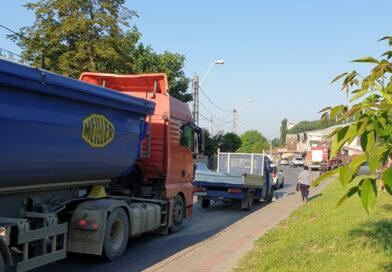 Accident rutier între două autoturisme, un autocamion și o autoutilitară