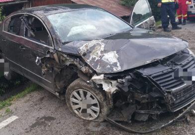 Accident în comuna Farcașa. Autoturism ieșit în decor