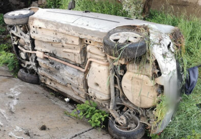 Beat mangă la volan, s-a răsturnat cu mașina în șanț