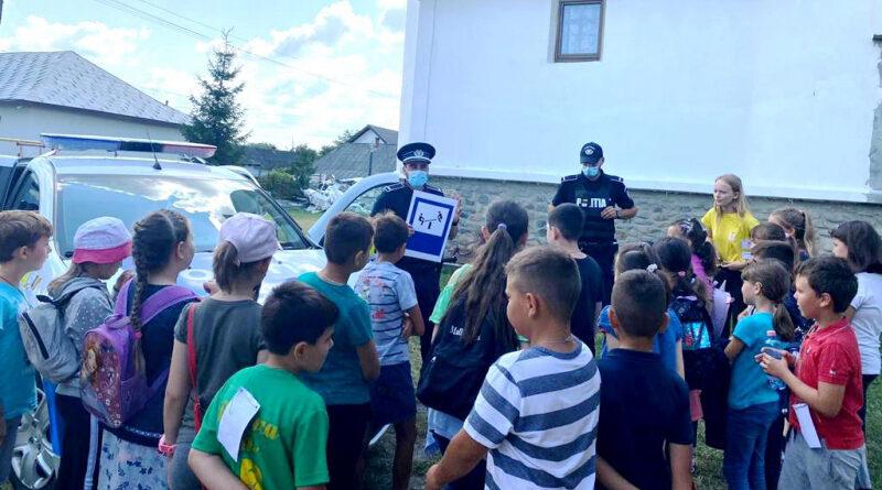 """Polițiștii nemțeni au """"năvălit"""" în tabără de copii din Podoleni"""