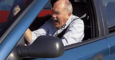 Bărbat de 82 de ani, depistat beat și fără permis la volan