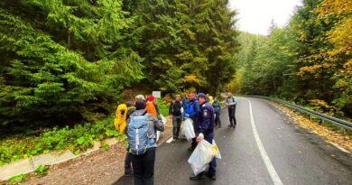 Acțiune de ecologizare! Curățenie pe Ceahlău.